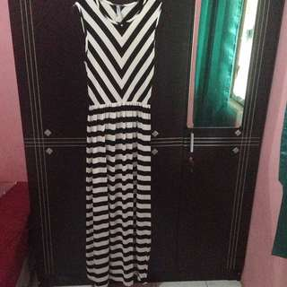 Maxi Dress Strip