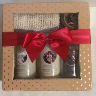 Body Shop Large Coconut & Shea Butter Pack
