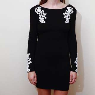 Motel Bodycon Low Back Long Sleeve Black And Lace Dress