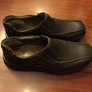 Clarks咖啡色男鞋