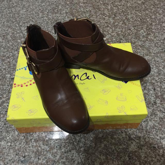 ✨網路女鞋品牌Amai✨扣環短靴(咖啡色)37號