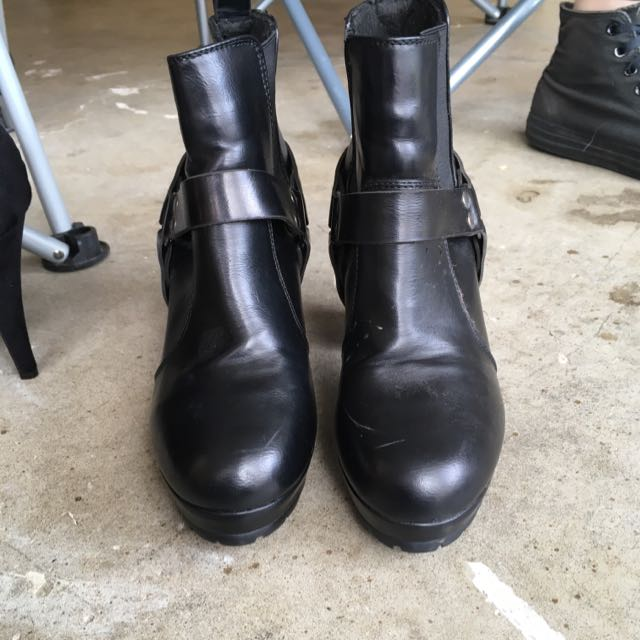 Black Heeled Boots Size 8