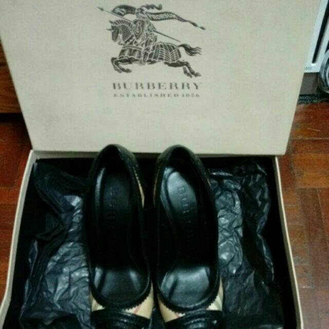 便宜賣了 Burberry 高跟鞋