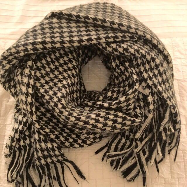 Houndstooth Blanket Scarf $15