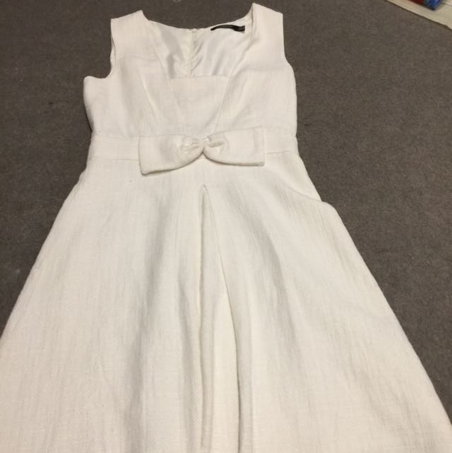 White Bow A Line Pleated Dress Size 6