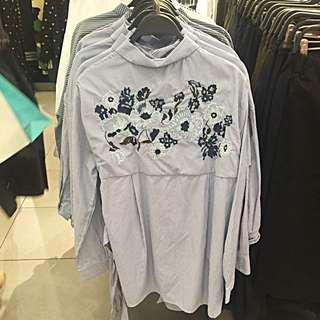 Zara刺繡熱銷顯瘦綁帶長款襯衫 尺寸S 衣長79 肩寬42 袖長63(官網查的) 可以直接當one piece 穿 買來之後沒穿 低價出售