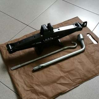 Car Jack For Most Saloon Car (Preowned)