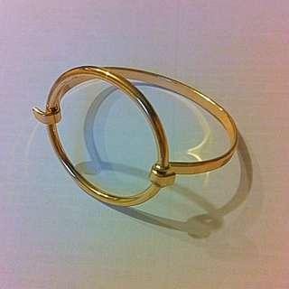 金屬圓圈造型手環