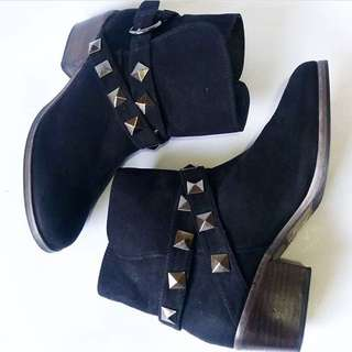 Black Boots (Repriced)