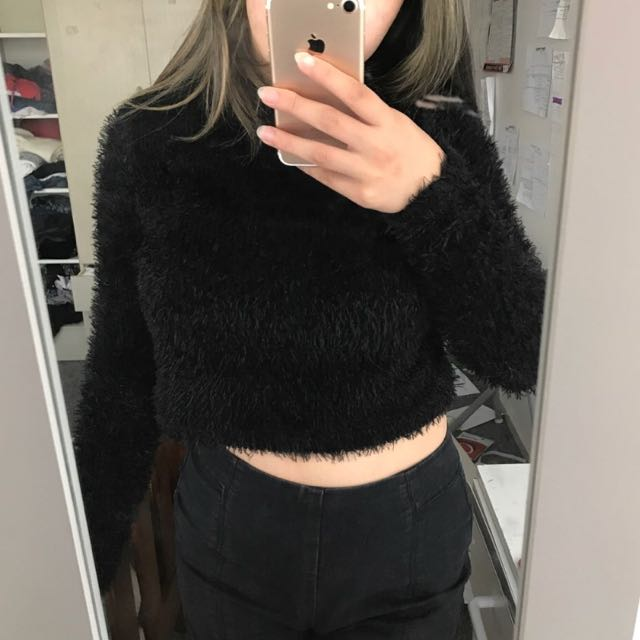 FLUFFY BLACK CROPPED LONG SLEEVE TOP