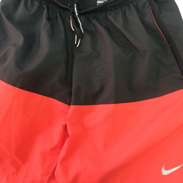 Nike 慢跑短褲