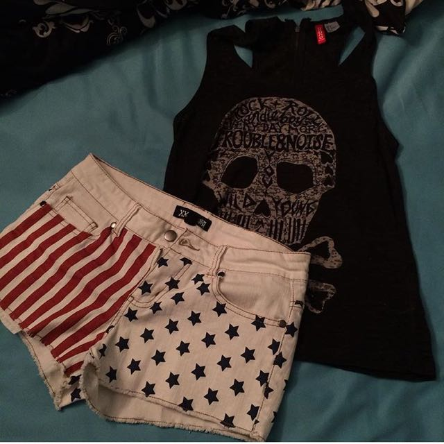 Shorts Size 24, Top Size 4