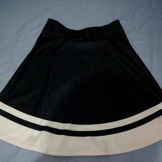 Skirt Merk Details