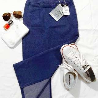 (BNWT) ICE Size XS- Denim, Midi, High Waisted Skirt W/ Split In The Back