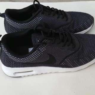 Nike Thea US7