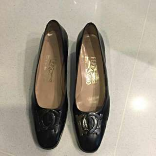 Salvatore Ferragamo Pumps (Authentic)