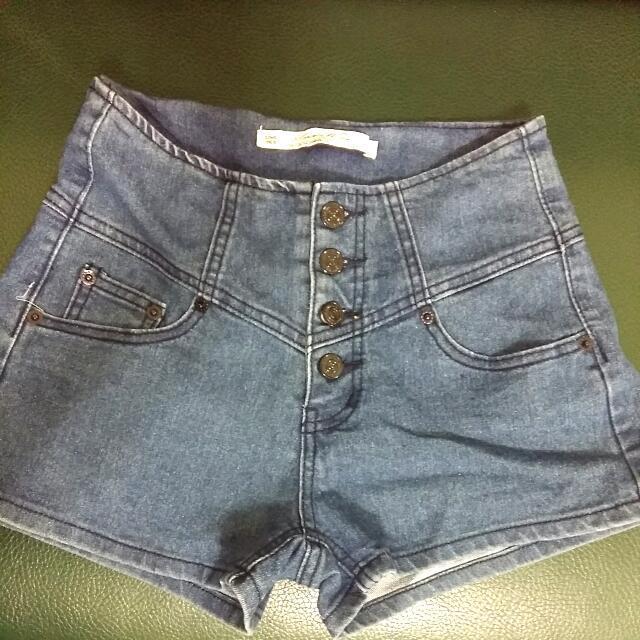 排釦高腰牛仔短褲