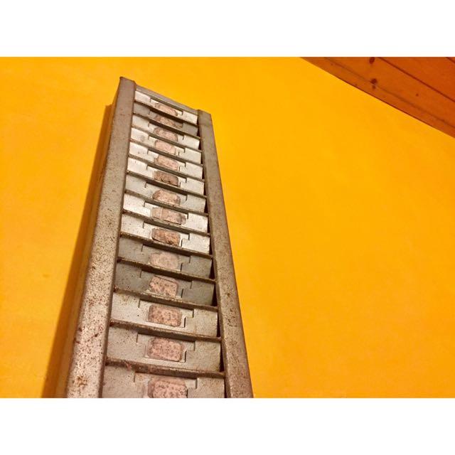 老式單向鐵製打卡匣