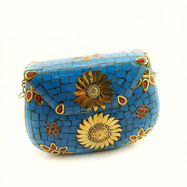 13ceaa6fac5aa9 🆕 Vintage Style Hard Case Clutch With Gold Chain Sling, Women's ...