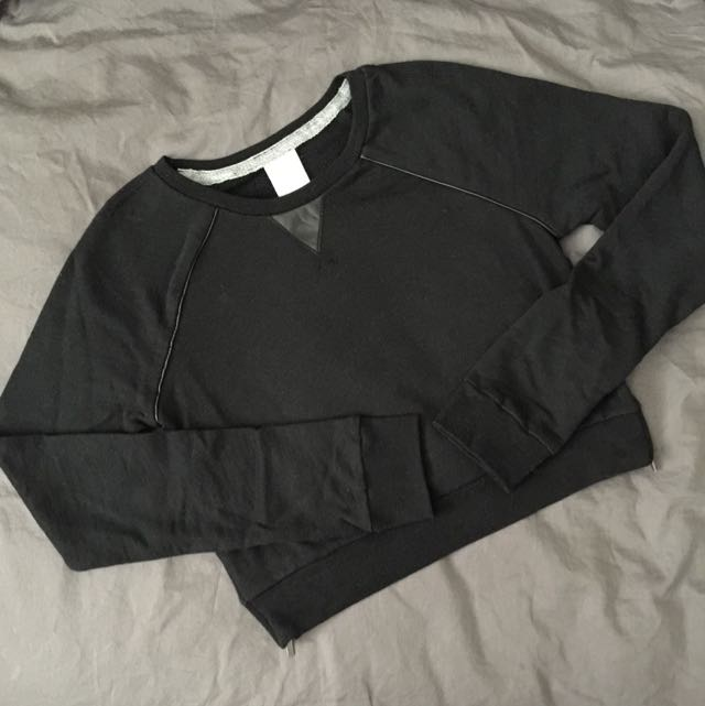 ABERCROMBIE & FITCH CREW NECK CROP SWEATER