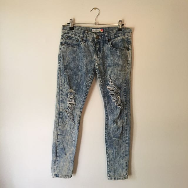 NEW Acid Wash Ripped Jeans. Size SMALL (around Size 25)