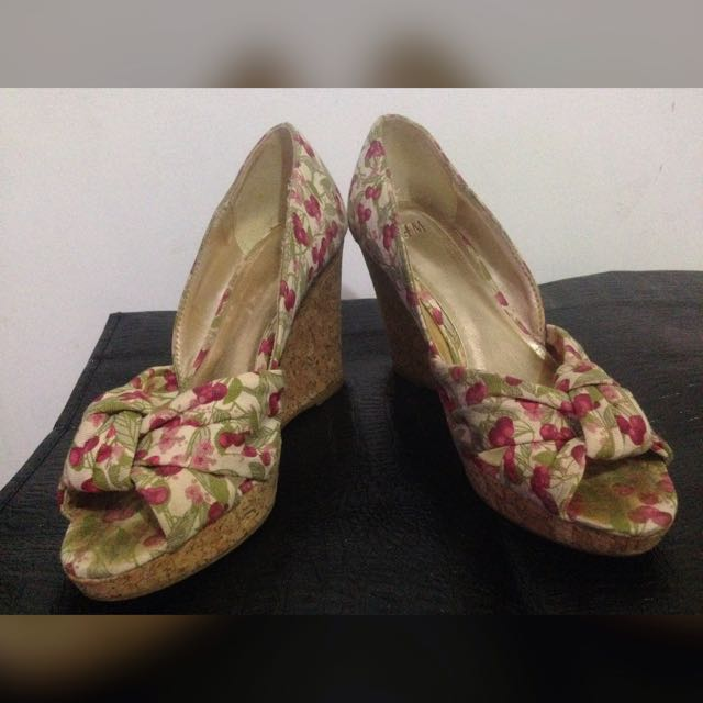 Flowery Wedges H&M