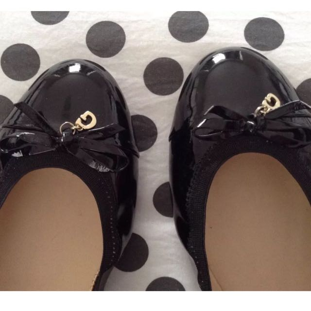 Genuine GUESS shoes Size 10