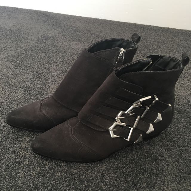 'London' Boots Size 8