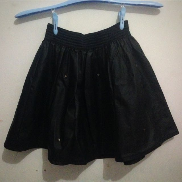 Rok Kulit (leather skirt)