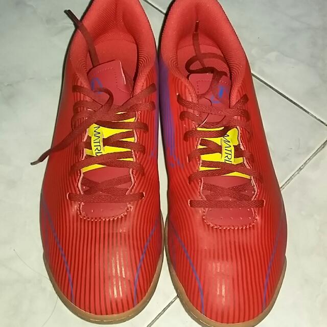 Sepatu Lari League
