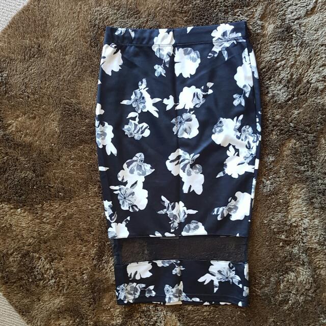 Very Pretty Dotti Midi Skirt