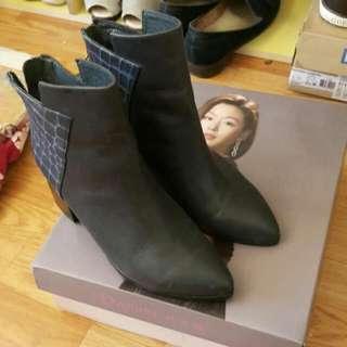 達芙妮真皮拼接短靴35.36適合