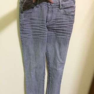 灰色 抓皺微漸層牛仔褲