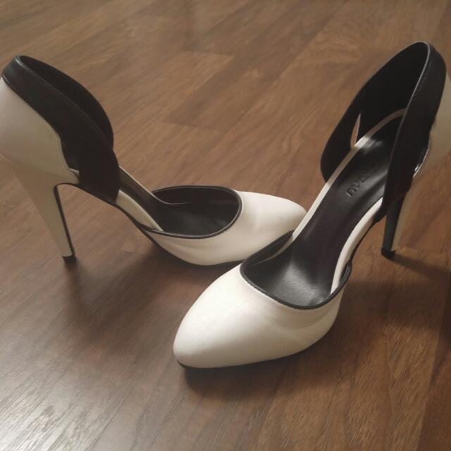 Le Chateau's Almond Toe Pump