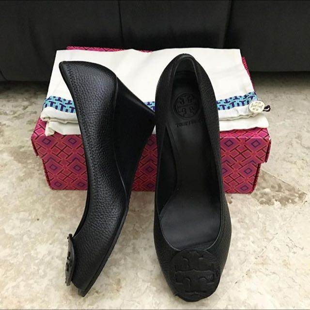 Authentic 100% Tory b Size 9.5