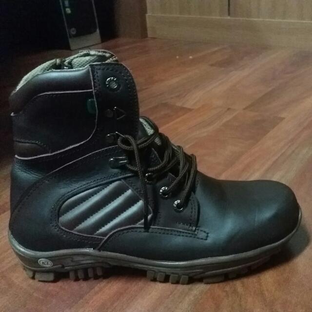 Sepatu Boot Kickers