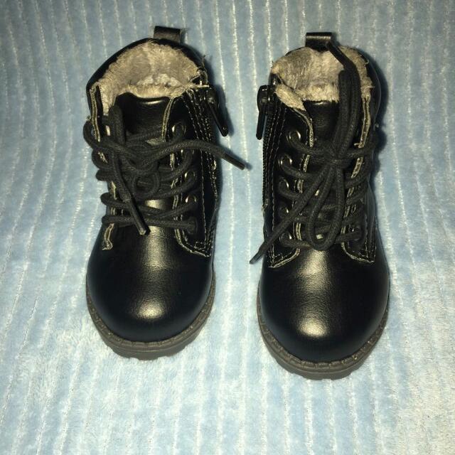 Sepatu Boots Merk HnM