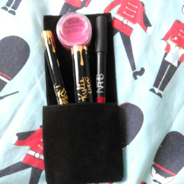 Reserve✔Take All Lippies👄💋