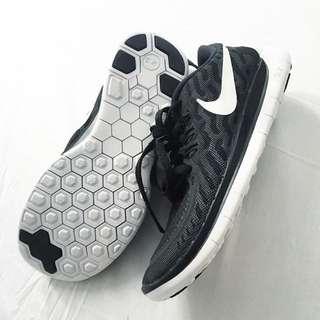 Nike Free Runs 5.0 Size 4Y (5/6 Women's)