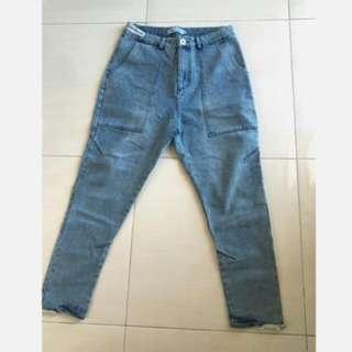 水洗淺藍牛仔褲