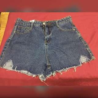 🚚 免運❌小高腰撕邊三角形缺口牛仔短褲