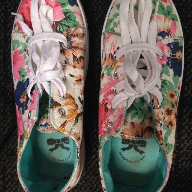 Sepatu The little Thing She Needs
