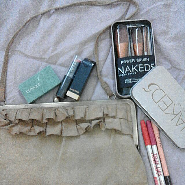 Take All Authentic Make Ups With Authentic Shoulder Bag💋👄