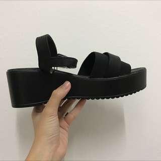 Rubi shoe (Reduced)