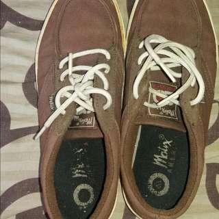 Sepatu Kets Matrix