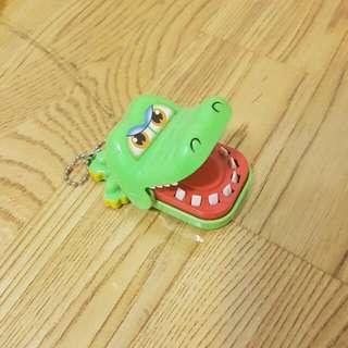 鱷魚吊飾  可以玩