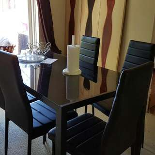 Mordern Glass Dining table with 6 PU Leather Chairs