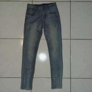 激瘦淺色牛仔褲