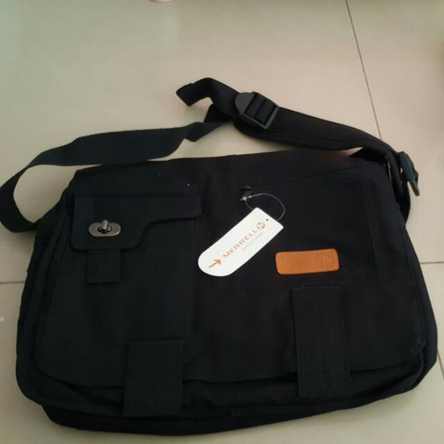 dc0ce23d25c BNWT Merrell Laptop Sling Bag, Men's Fashion, Bags & Wallets on Carousell