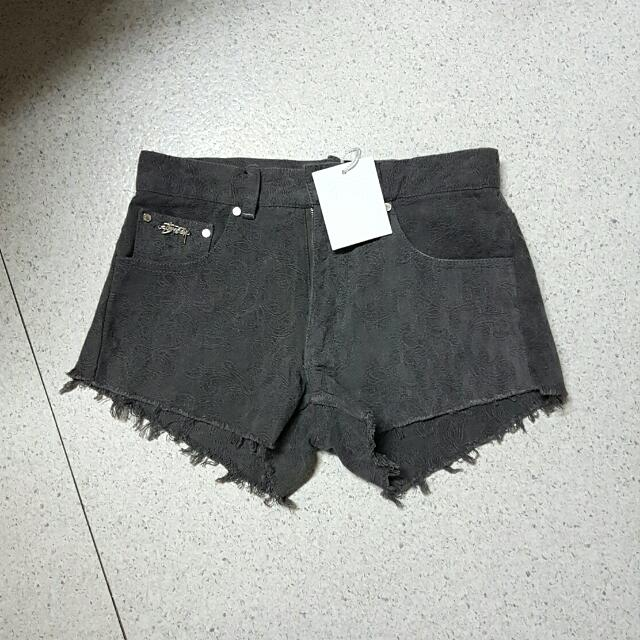 PRICE DROP!! Size 6 Brand New Stussy Shorts